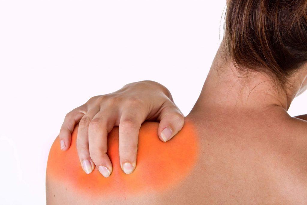 vállízület fájdalma a torna torna emelésekor